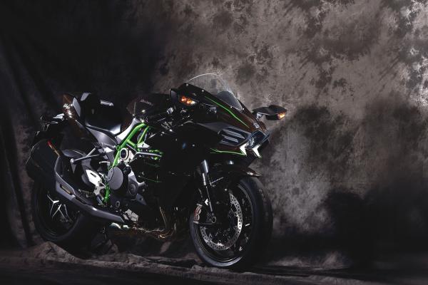 【専門誌編集長に聞いた】300馬力のバイクって乗りこなせるの? どのぐらい速いの?【発売!!】