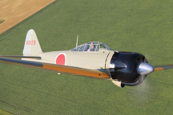 【戦後初!!】零戦の3機編隊飛行【動画】