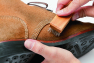 「汚れ」と「味」は別物です! 流行のスウェード靴の正しいケア方法