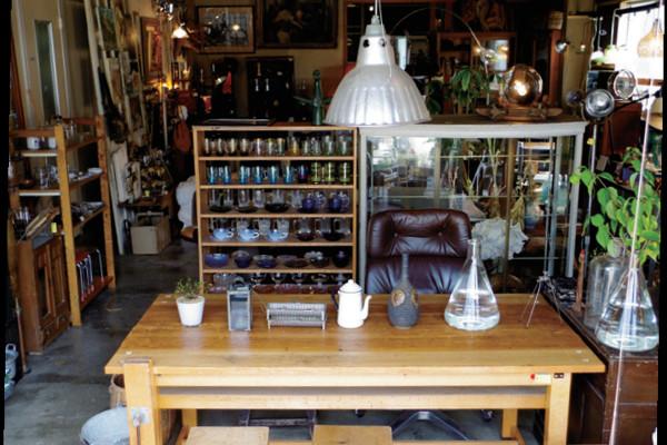 ここにしかない出会いを求めて。旅をしてでも訪れたい、3つの「味わい家具」ショップ