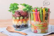 お弁当や持ち寄りパーティーに! 詰めるだけでオシャレな【サラダ寿司】の作り方