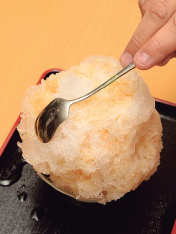 これでおいしさ数割増し!? かき氷評論家直伝【正しいかき氷の食べ方】はこれだ!_04