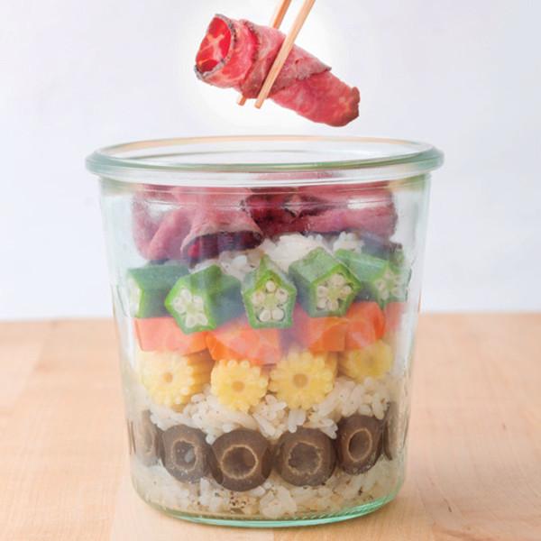 お弁当や持ち寄りパーティーに! ジャーに詰めればできあがる、オシャレでおいしい【サラダ寿司】の作り方_06