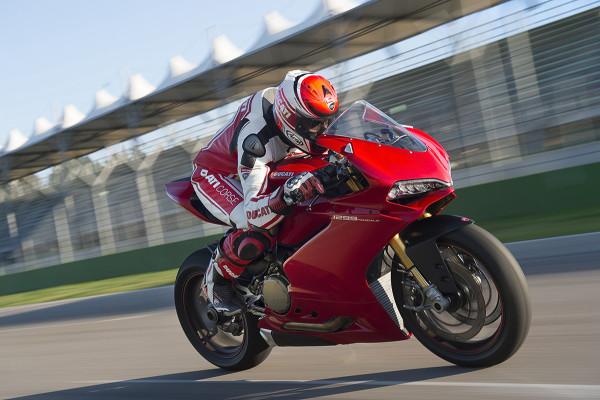 世界最高峰のスポーツバイクって、どんな乗り味なのか?【ドゥカティ・パニガーレ1299】