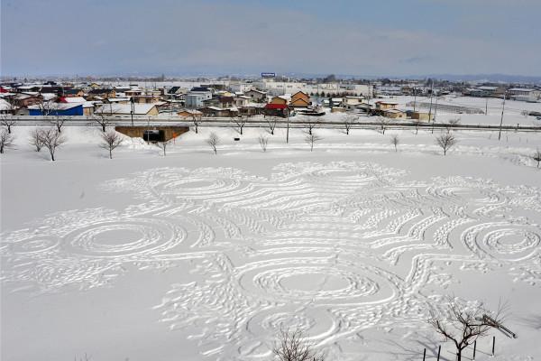 雪原に広がる絶景! 日本初上陸のスノーアートを見に行こう【2月6日~14日】|青森県田舎館村・田んぼアート