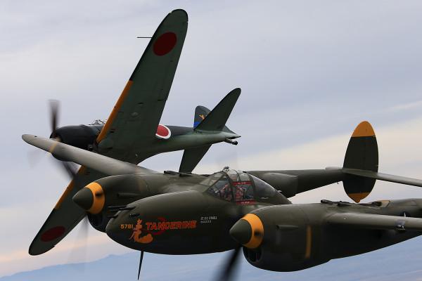 ゼロ戦 vs P-38ライトニング! 日米の違いはここに!