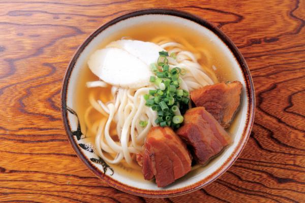 きしもと食堂|一杯では終われない! 名店の絶品「沖縄そば」を味わい尽くす