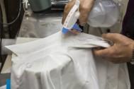 ガンコなえり汚れは特製漂白剤でスッキリ落とす!
