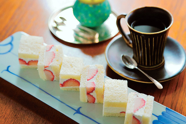 和菓子とコーヒーで至福のひととき。京のモダンを味わう隠れ家カフェ【ZEN CAFE】