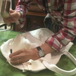 【動画】イベント中、即興で魅せたフリーハンドのバッグ作りが凄い!