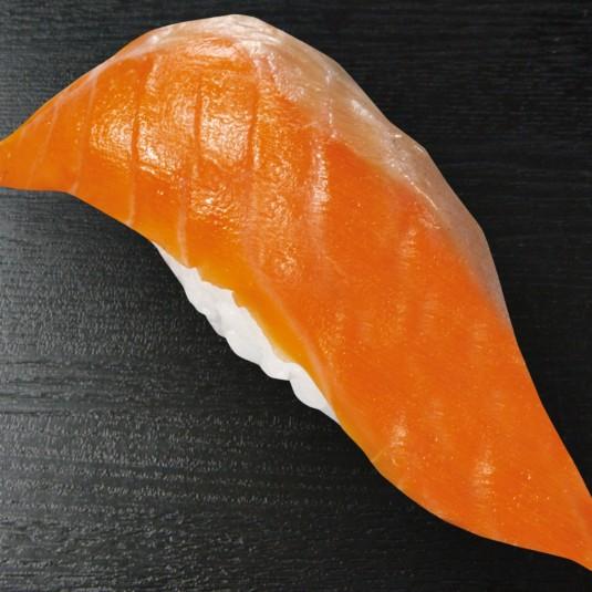 くら寿司、宇和島プロジェクトの共同開発商品『みかんサーモン』販売開始――米国でも