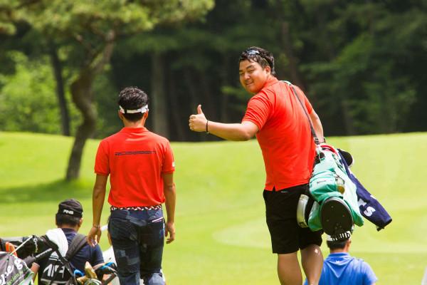 【ゴルフ】編集部員カネムラがツアーキャディに挑戦!【プレイヤーを支える相棒の仕事とは?】