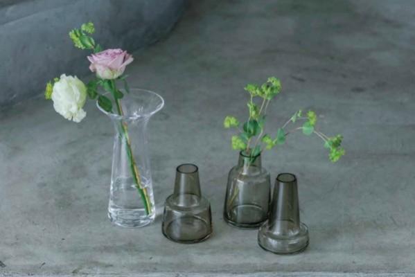 花のある生活始めよう! 部屋の空気感を変える花瓶