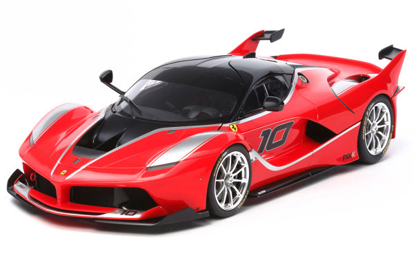 サーキット専用の特別限定車 『フェラーリFXX K』の1/24スケールモデルを発売