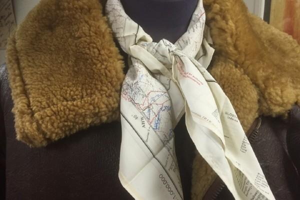 第二次世界大戦中に考案された、エスケープスカーフを知っているか?