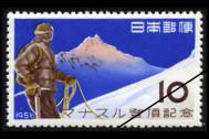 登る山、眺める山、そして……貼る山!? 「切手の山」展開催中!
