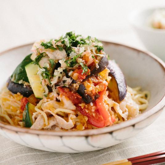 のどごしさっぱり、野菜たっぷり。暑い日にうれしい冷たい麺レシピ