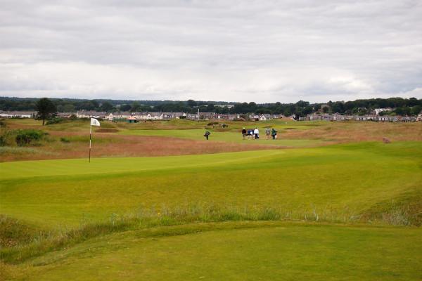 CARNOUSTIE GOLF LINKS(カーヌスティ ゴルフリンクス)|【ゴルフ】行くなら夏しかない! スコットランドリンクスへの旅