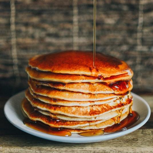 卵も牛乳も不要。お手軽、山的パンケーキの作り方