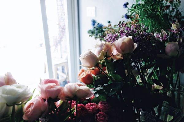 部屋を彩る花のある暮らし方