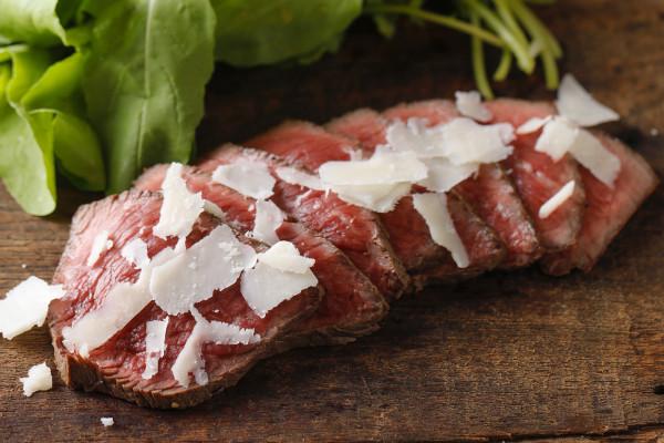 あるだけでテーブルが華やぐ! 魔法の食材、お肉をもっと楽しむヒント4つ