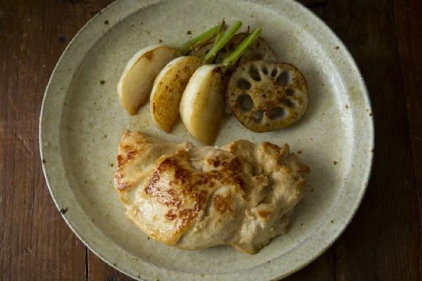 【保存袋+基本調味料で】鶏肉を劇的にやわらかく仕込めるワザ