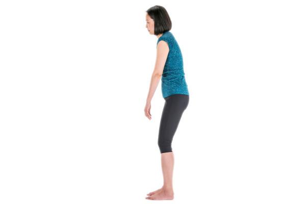 ハイヒールにスマホ。女性を悩ませる「そり腰ねこ背」の原因はこんな生活習慣にあり