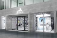 """アディダス初の""""シティランニング""""にフォーカスした新店がオープン。「mi UltraBOOST」も600足限定でオーダー可能に。"""