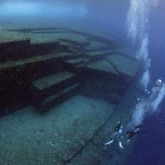 断崖、在来馬の群れ、海底遺跡……日本最西端・与那国島の不思議