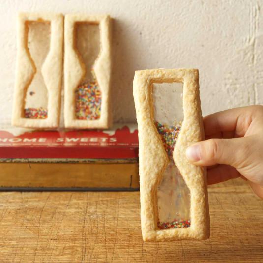 砂が動くクッキー!? Instagramで人気「砂時計クッキー」の作り方