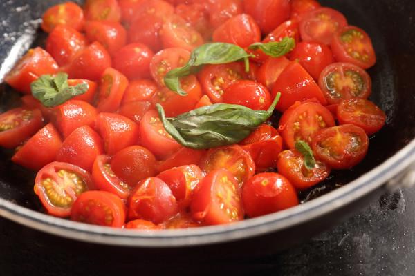 こんなに簡単! 生トマトを使った絶品トマトソースの作り方