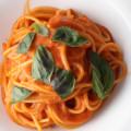 爽やかな酸味が決め手! 生トマトソースを使った王道パスタの作り方