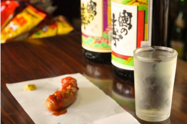 呑ん兵衛のオアシス、北九州が誇る酒文化「角打ち」を体感せよ
