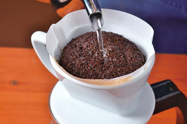 コーヒー豆の良さを最大限引き出す! ペーパードリップの淹れ方