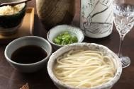 食前酒ならぬ「麺前酒」!? 麺の前に日本酒を頂く老舗うどん屋