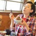 「静岡県・東伊豆町 磯辺のアジ丼は食べるほどに食欲が湧くアジマウンテン!」多聞恵美のうまいもんオカワリ!!