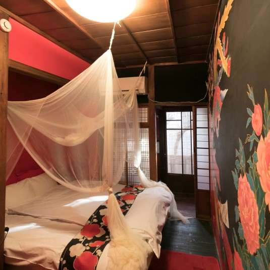 夜の飲みに朝の散歩……鎌倉をまるっと一日楽しみたければ、個性派ゲストハウスでお泊り旅