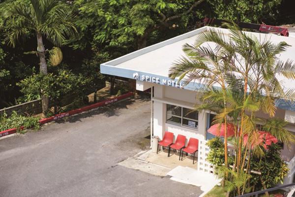 沖縄の新しい過ごし方。今年こそノスタルジックなヴィンテージホテルに泊まる