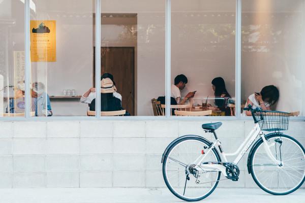 時代や流行にとらわれすぎず。地元に根を張る、福岡の書店