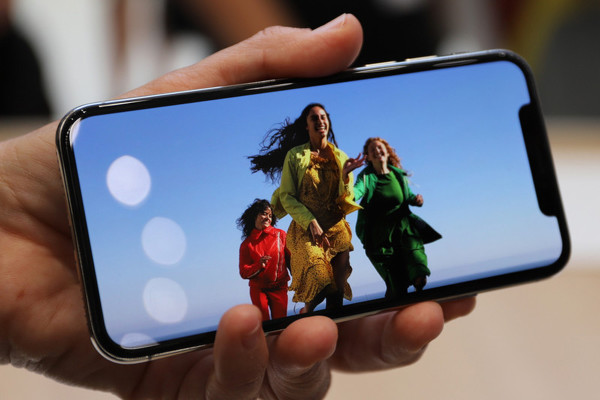 実際に触ってわかった! スマホ時代の総決算『iPhone X』登場【現地レポート】