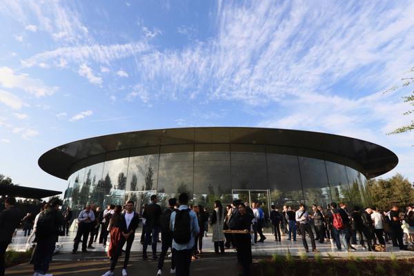 Apple新社屋の建築がすごい!【ビックリな新構造を秘めたシアター編】