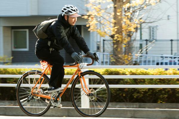 「ブルーラグ」が都会生活におけるスポーツバイクとファッションをつなぐ