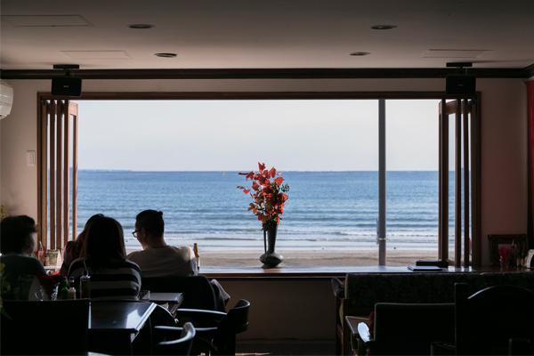 海を見ながらゆっくりと食事を。湘南エリア絶景オーシャンビューレストラン4選
