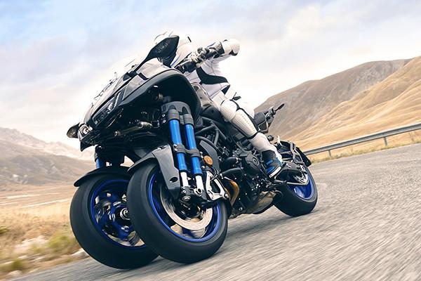 転ばないヤマハの前二輪バイク『LMW』に、900cc三気筒『NIKEN』2018年登場!