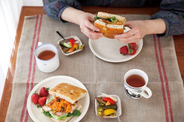 前日のおかずが大変身! 朝は挟むだけのお手軽サンドイッチを
