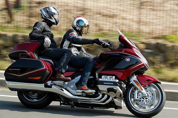 バイクの王が17年ぶり完全刷新。1,833ccゴールドウイングが383kgへと38kg軽量化