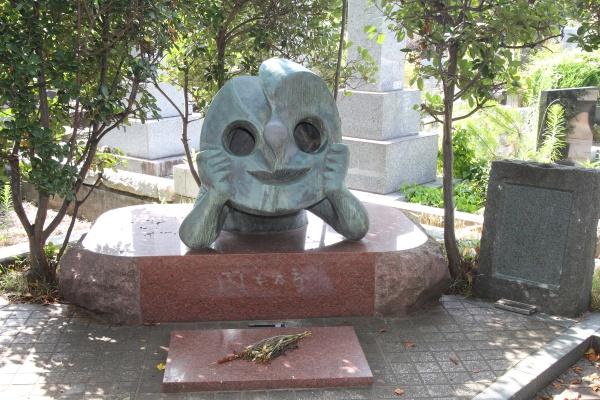 渋狙いの東京観光に……訪ねてみたい有名人のお墓