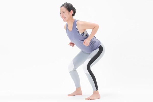 平均寿命と健康寿命の差10年を埋めるにはやっぱり運動。1日1分の「デュアルタスクスクワット」で脳も体もイキイキ