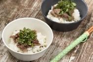 【思い出を彩る山ごはん】クレソンと山椒のアクセントが効いた大人の味「牛肉クレソンご飯」