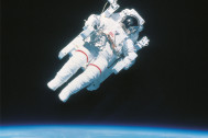 宇宙飛行士が愛用したハイスペックアイテム『ハッセルブラッド』